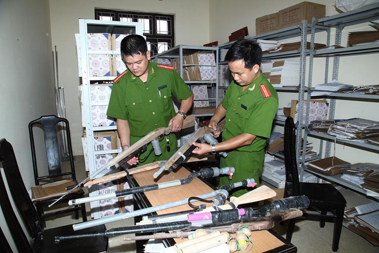 Các đối tượng được trang bị vũ khí, vật liệu nổ trong Công an