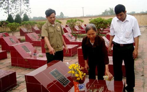 Thân nhân, người thờ cúng liệt sĩ đi tìm mộ liệt sĩ được hỗ trợ tiền đi lại, tiền ăn