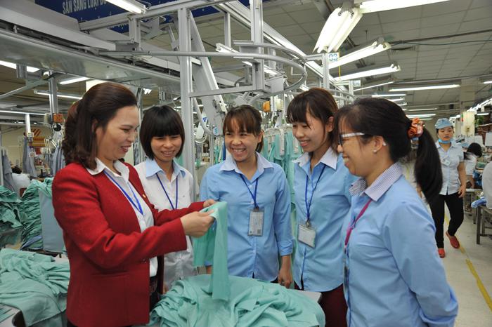 Tăng cường trách nhiệm đối với lao động nữ
