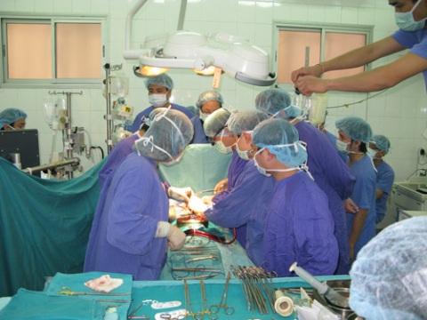 Bảo hiểm trách nhiệm bác sỹ: Có luật sao chậm triển khai?
