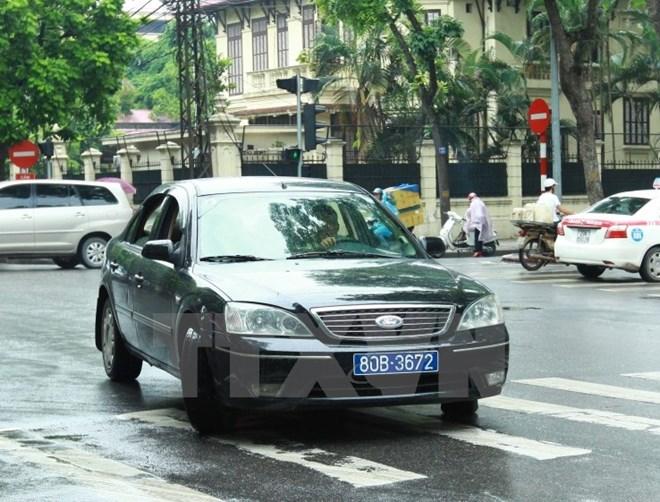 Các chức danh được dùng một xe ô tô trong thời gian công tác