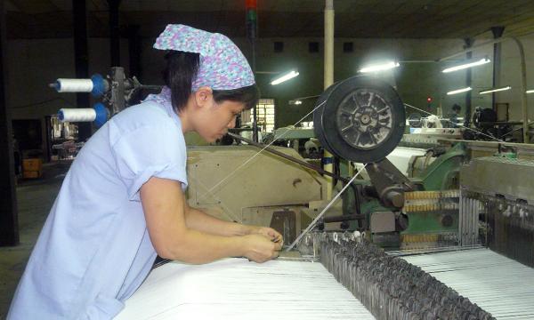 Chính sách đối với lao động nữ: Nhiều quy định vẫn nằm… trên giấy!