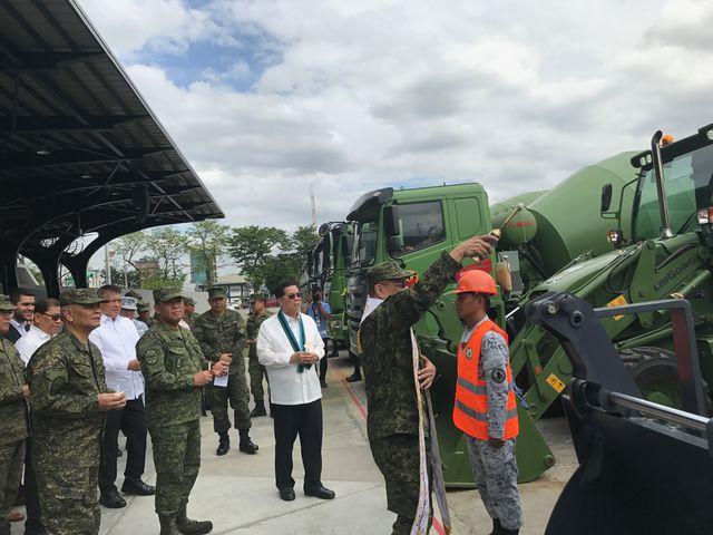 Trung Quốc viện trợ dàn thiết bị quân sự 19 triệu USD cho Philippines