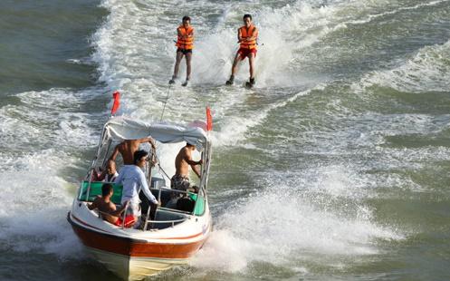 04 TH không cho phép hoạt động vui chơi dưới nước tại vùng 2
