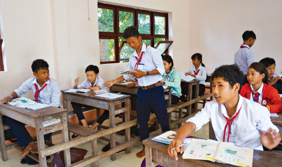 Các chính sách của nhà nước đối với phổ cập giáo dục, xóa mù chữ
