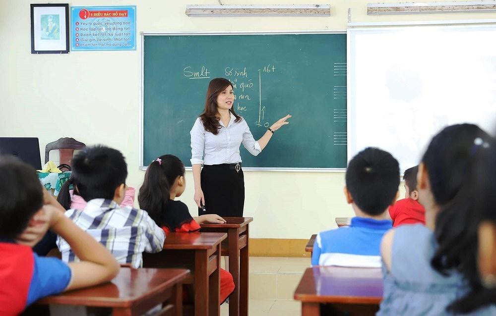 Các chính sách, chế độ trợ cấp mà giáo viên nhận được khi sinh con
