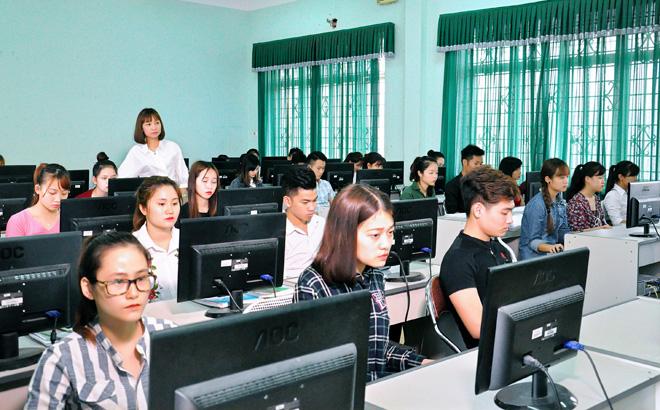 Viên chức phải tự đóng góp một phần kinh phí đào tạo ngoại ngữ bậc 4