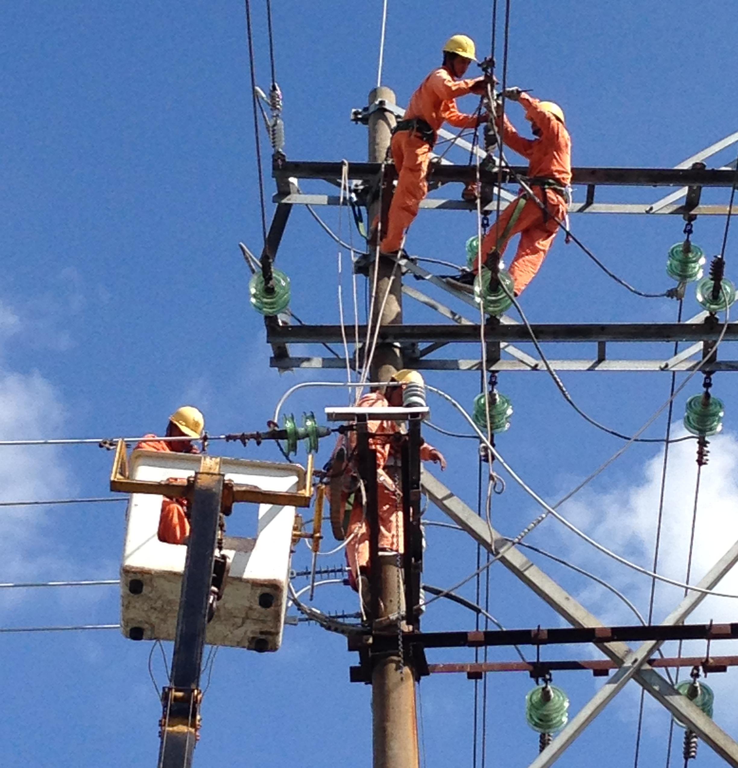 Nhân viên vận hành cần làm gì khi xảy ra mất điện toàn trạm điện?
