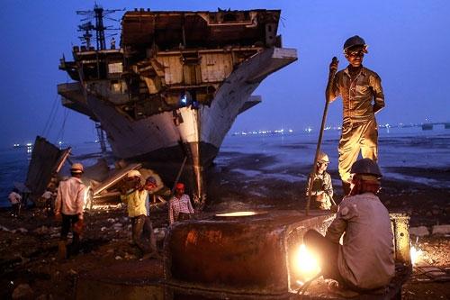 Nhập khẩu tàu biển đã qua sử dụng để phá dỡ cần đáp ứng điều kiện gì?