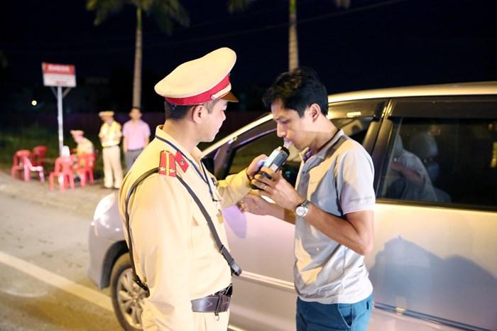 Lái xe uống rượu bia bị phạt tới 40 triệu, tước giấy phép lái xe 2 năm