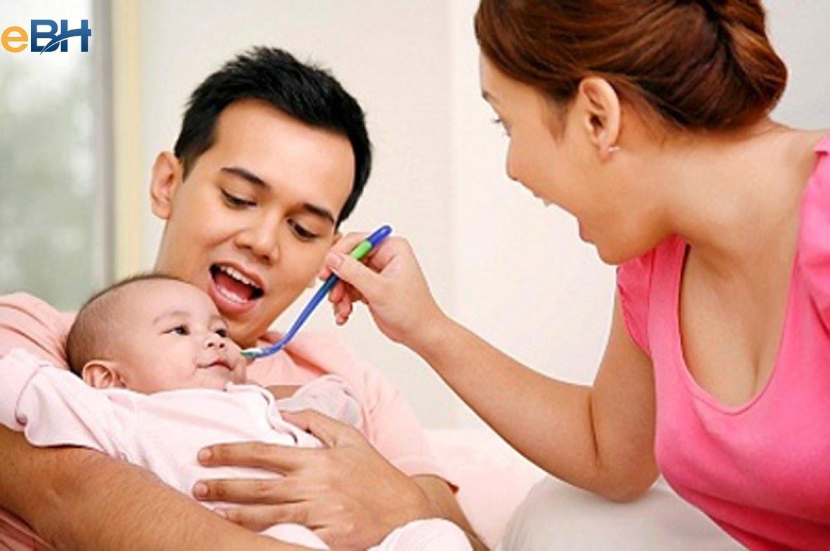 Chồng tham gia BHXH, vợ sinh con được hưởng chế độ như thế nào?