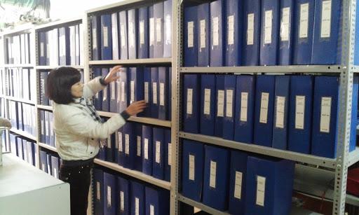 Giao, nhận và quản lý tài liệu lưu trữ đang bảo quản tại kho Lưu trữ cấp huyện