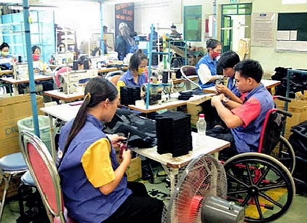 Người lao động khuyết tật có cần đóng BHYT bắt buộc tại DN không?