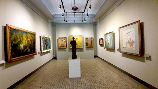 Hội đồng nghệ thuật trại sáng tác điêu khắc từ 05 đến 09 thành viên