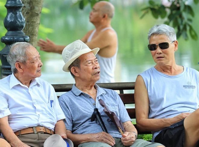 05 trường hợp nghỉ hưu trước tuổi vẫn hưởng nguyên lương trong năm 2021