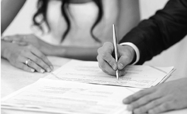 Ai được nuôi con trong lúc làm thủ tục ly hôn?
