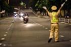 Chủ tịch TP HCM: 'Từ mai, người dân không ra đường sau 18h'