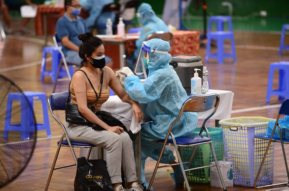 TP.HCM triển khai tiêm vắc xin sau 18h