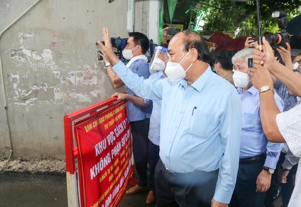 Chủ tịch nước Nguyễn Xuân Phúc đề nghị TP.HCM tiếp tục giãn cách xã hội để khống chế dịch bệnh