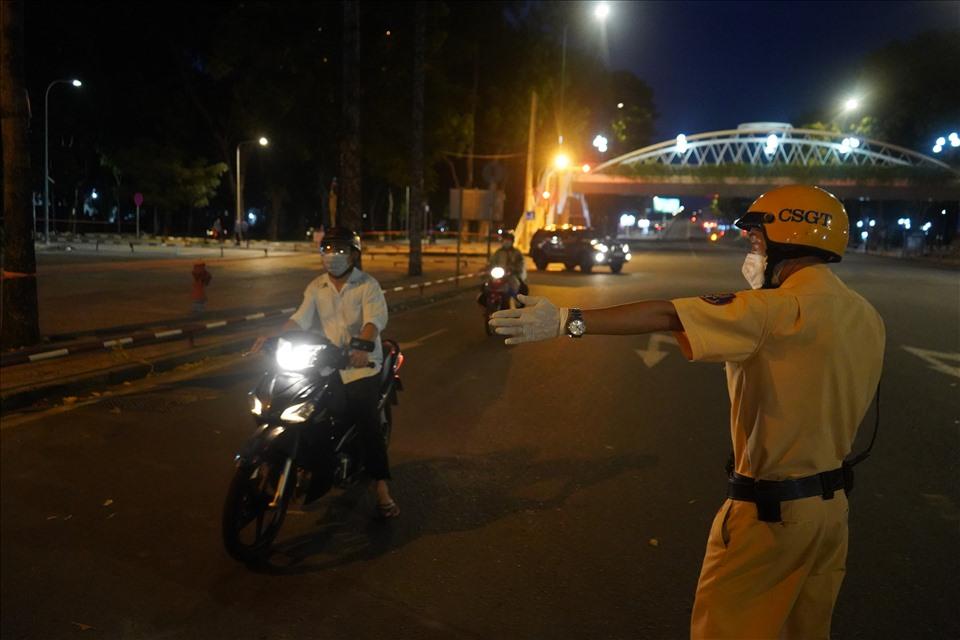 Đối tượng được phép ra đường sau 18h tại TP.HCM