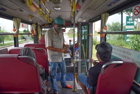 Hoạt động vận tải khách ở TP.HCM từ 27-10 tổ chức theo 4 cấp độ