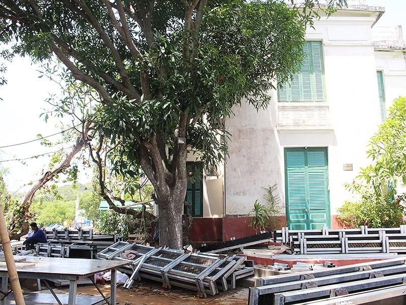 Ai phá nát 'ruột' di tích lầu Bảo Đại ở Khánh Hòa? - ảnh 1