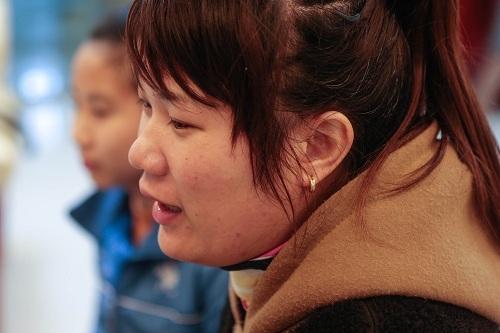 Nhờ nói tiếng Trung lưu loát, Lưu Thị Nhỏ đã được thăng cấp làm quản lý với mức lương cao hơn. Ảnh: Zjol.