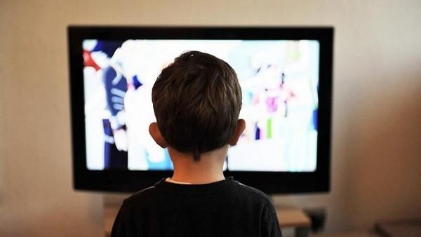 Đăng tải những hình ảnh, video khoảnh khắc thú vị của con mình lên Facebook là thói quen của nhiều bậc phụ huynh (Ảnh minh họa)