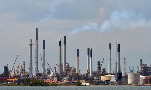 Cơ sở lọc dầu của hãng Shell ở Singapore. Ảnh: Straits Times.