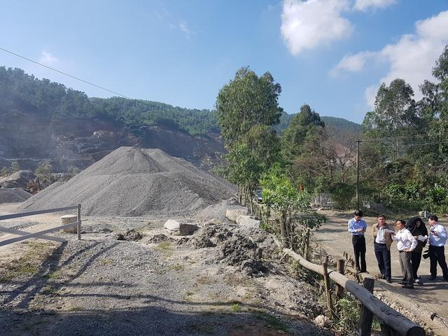 Đoàn kiểm tra tại các mỏ đất đá