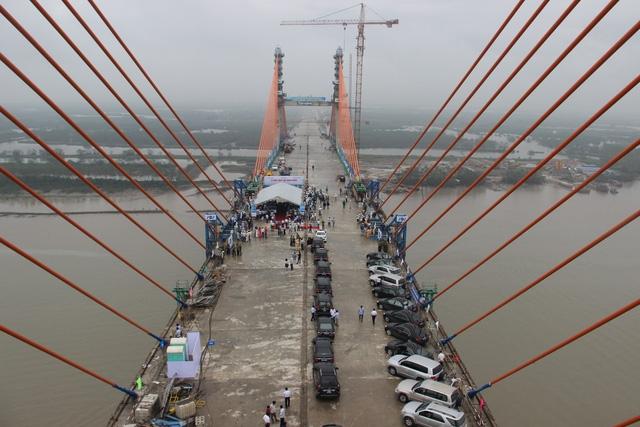Chậm tiến độ thi công tại dự án cầu Bạch Đằng, một nhà thầu đã bị UBND tỉnh trảm