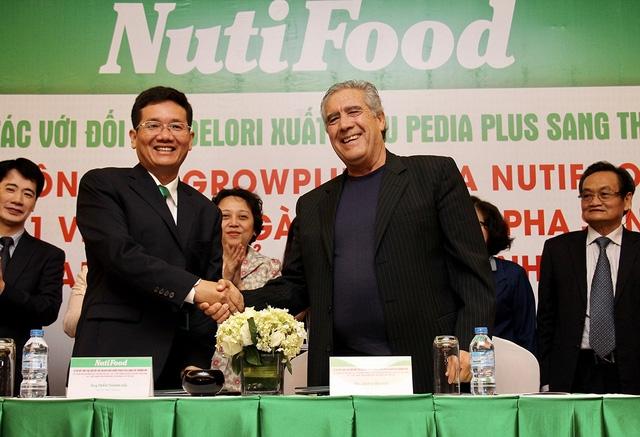 Ký kết Dự án phân phối Pedia Plus của NutiFood vào thị trường Mỹ giữa NutiFood và Delori vào sáng 18/1