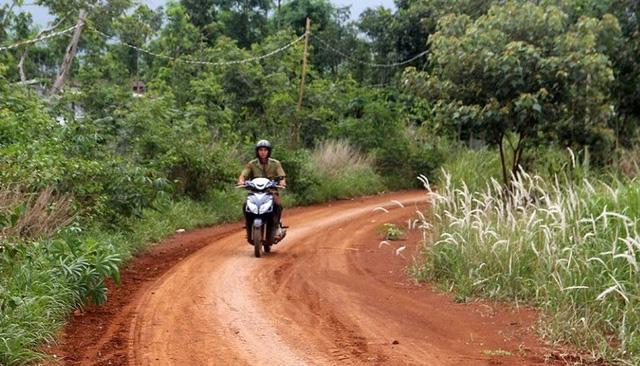 Theo chủ trương, con đường này sẽ được bê tông hóa 1,5km.