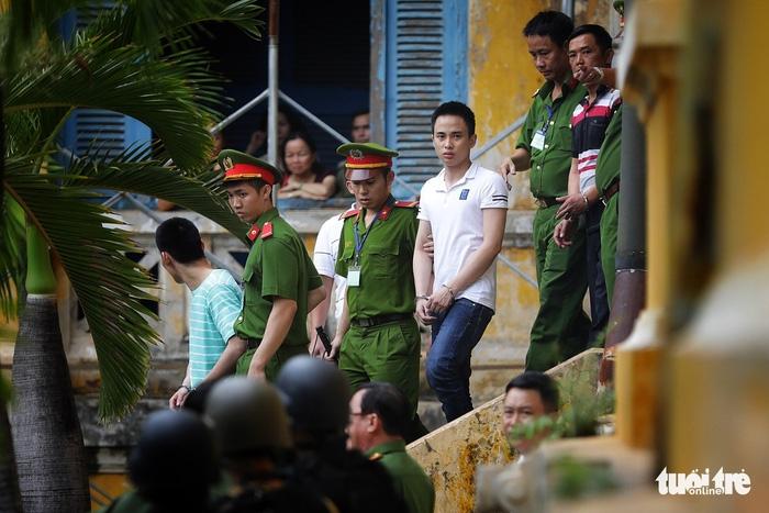 Y án sơ thẩm với nhóm khủng bố sân bay Tân Sơn Nhất - Ảnh 2.