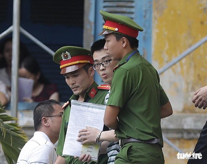 Y án sơ thẩm với nhóm khủng bố sân bay Tân Sơn Nhất - Ảnh 4.