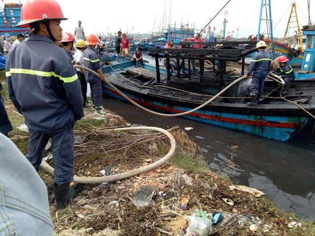 Những vụ cháy tàu cá liên tiếp xảy ra gây thiệt hại nặng cho ngư dân Quảng Ngãi