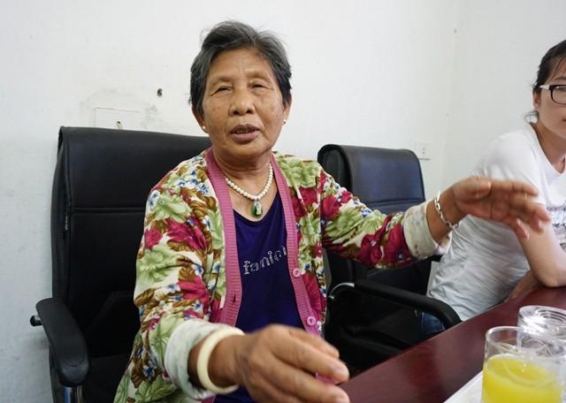 Bà Trương Thị Bơ - nguyên nhân viên ngành đường sắt nói về những khó khăn và an nguy của người dân sống trong chung cư D2 hiện nay