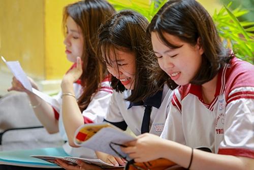 Thí sinh TP HCM trước giờ thi THPT quốc gia. Ảnh: Thành Nguyễn.