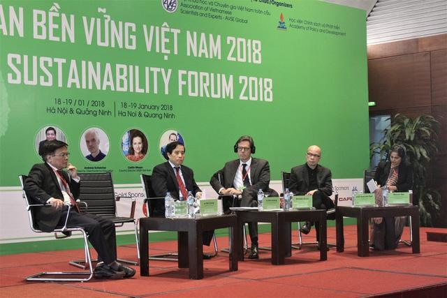 Theo ông Cung, Việt Nam sợ thị trường nên bất cứ cái gì xảy ra ở nền kinh tế đều đổ cho thị trường. (Ảnh: Hồng Vân)