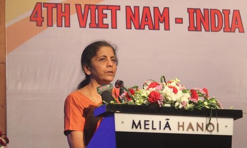Bộ trưởng Sitharaman hôm nay phát biểu tại buổi gặp gỡ. Ảnh: Vũ Anh.