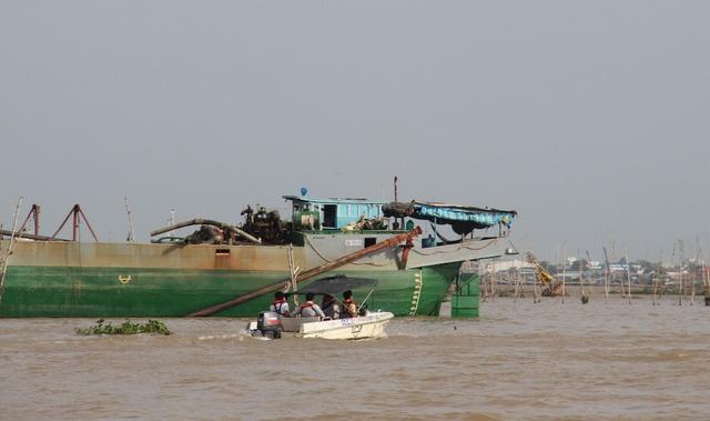 Sau vụ tai nạn, UBND tỉnh An Giang chỉ đạo nhiều lực lượng tham gia tìm kiếm Đại úy Huỳnh Thanh Danh - cán bộ cảnh sát môi trường PV49 mất tích