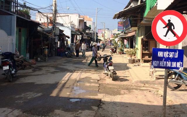 Dù có biển cấm, 23 hộ dân vẫn quay trở lại khu vực này sinh sống.