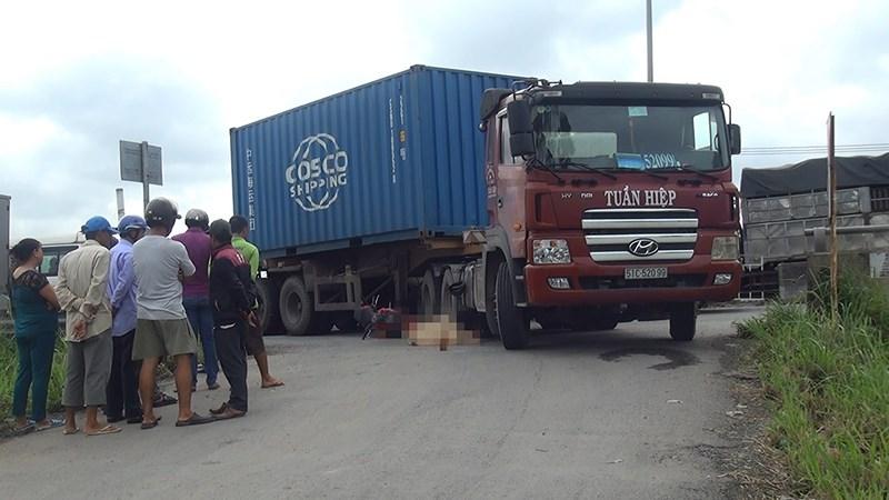 Va chạm xe cotainer thanh niên 19 tuổi chết thảm ở Bình Chánh - ảnh 1