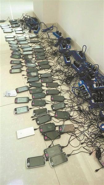 Một phần trong số 3.100 chiếc điện thoại được băng nhóm tội phạm sử dụng để tống tiền, đòi nợ.