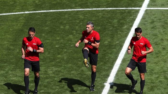 Lục tung hồ sơ trọng tài đẹp trai phạt thẻ đỏ Colombia ngay phút thứ 3 - Ảnh 9.