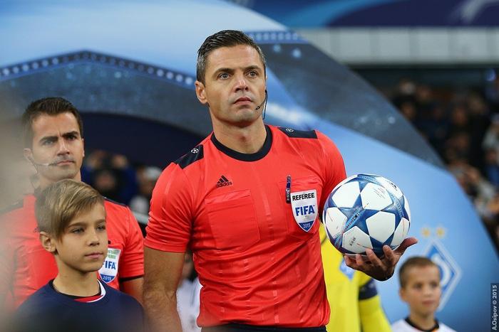 Lục tung hồ sơ trọng tài đẹp trai phạt thẻ đỏ Colombia ngay phút thứ 3 - Ảnh 1.