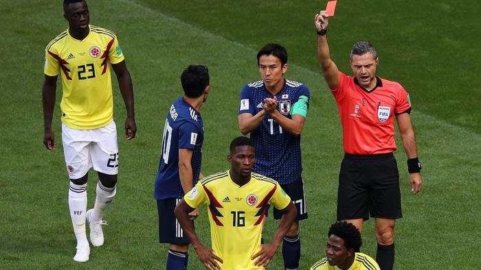 Lục tung hồ sơ trọng tài đẹp trai phạt thẻ đỏ Colombia ngay phút thứ 3 - Ảnh 2.