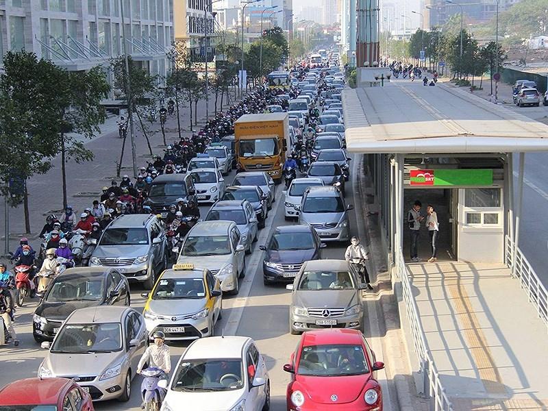 Tranh cãi mua ô tô phải mở tài khoản ngân hàng - ảnh 1