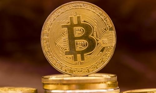Giá Bitcoin hiện quanh 6.000 USD một đồng. Ảnh: AFP