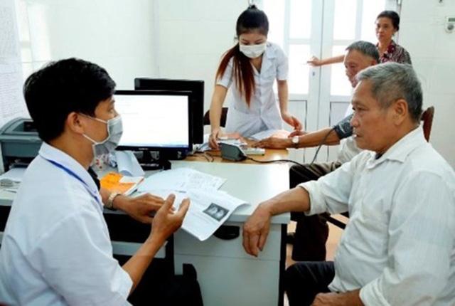 Đề xuất giá trần khám bệnh theo yêu cầu là 300.000 đồng - Ảnh 1.